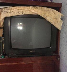 Телевизор старой модели Самсунг