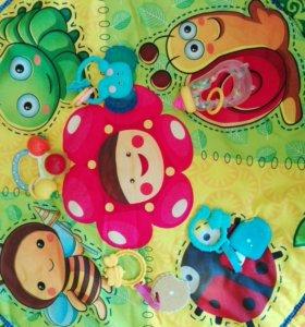 Развивающий коврик с игрушками