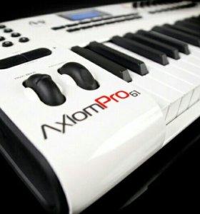 M-Audio Axiom Pro 61 midi keyboard