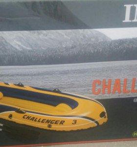 Лодка надувная трехместная
