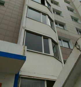 Пластиковая рама с балкона в сборе.