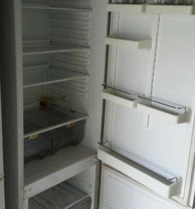 Холодильник Атлант двухкомпрессорный.