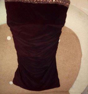 Платье без бретелек.