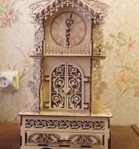 Настольные часы резные. Деревянные. Новые.