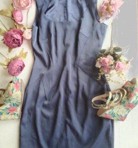 Серое приталенное платье