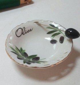 Блюдо для оливок с вилочкой