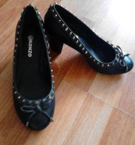 Женские туфельки.