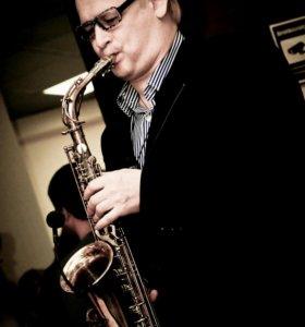 Саксофонист Виктор Браво