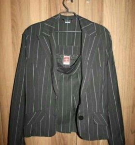 Костюм (пиджак+юбка) C&A