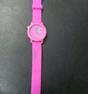 Часы adidas (только черные и красные)