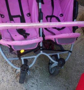Продаю коляску б/У для двойни .