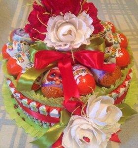 Торт из киндеров, шоколада и конфет и раффаэло
