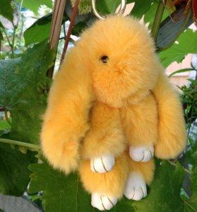 Персиковый заяц брелок