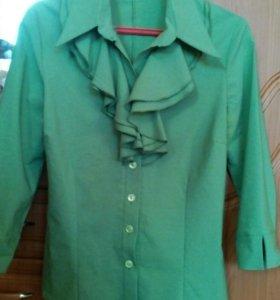 Продам зеленую рубашку новую.