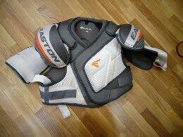 Нагрудник хоккейный Eastone mako M3