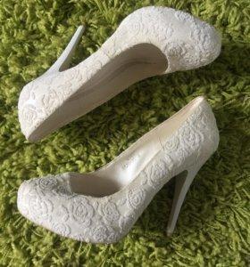 Белые туфли женские