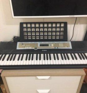 Синтезатор R200