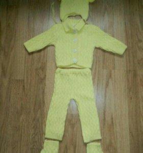 Вязаный костюмчик для девочки(68см)