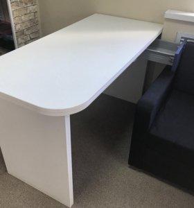 Хороший стол с выдвижным ящиком