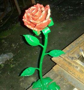 Кованная роза подсвечнитца