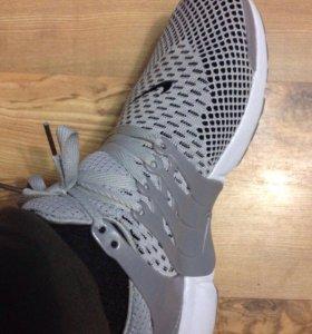 Продам шикарные новые кроссовки Nike размер 43