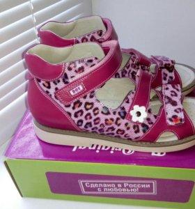 Новые сандалики, размер 36