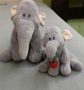 Два замечательных слонёнка.