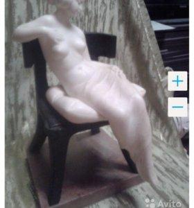 Статуэтка девушка в кресле (антиквариат до 1941 г)