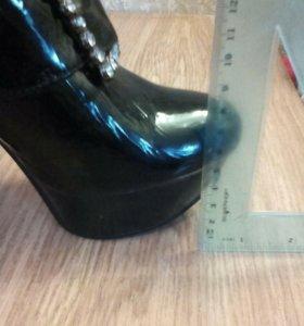 Новые лакированные туфли 37-38р