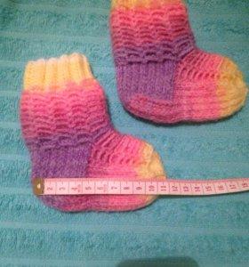 Новые,вязаные носочки.