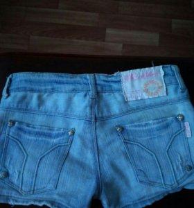 Продаю джинсовую юбку и шорты. Шорты50рубл,юбка150