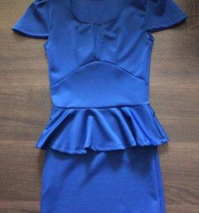 Платье с большим вырезом