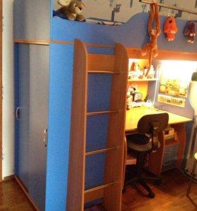 Детская кровать-чердак со столом и шкафом+матрас