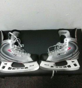 Хоккейные коньки BAUER VAPOR XVI, размер 8 ЕЕ