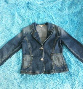 Джинсовая курточка.