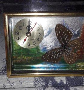 Часы с бабочкой внутри