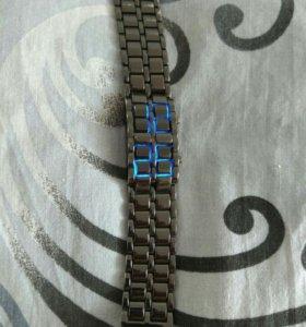 Продам электронные часы
