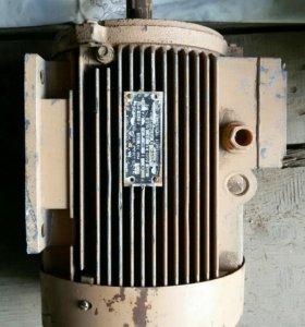 Электродвигатель трехфазный асинхронный