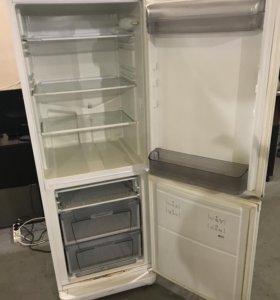 Холодильник бу Аристон