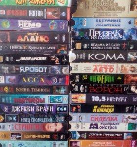 Видеокассеты с фильмами, 127 штук