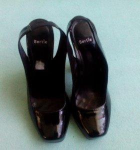 Лакированные туфли 37. Срочно