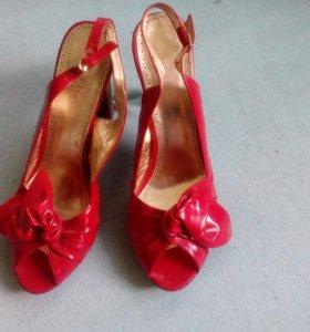 Лакированные туфли 40