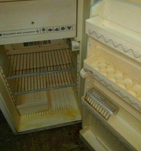 Холодильник Кристалл 408, б/у. Маленький в сад.