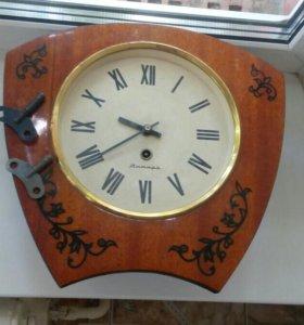 Старинные часы 1975 года
