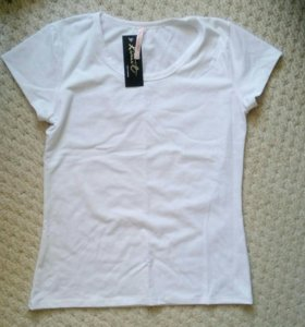 Новая белоснежная футболка