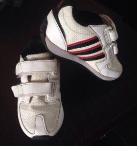 Кроссовки Adidas на малыша