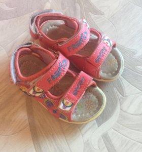 Летняя обувь на девочку