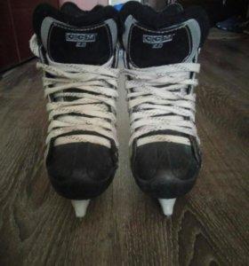 Детские хоккейные коньки CCM 2.0.