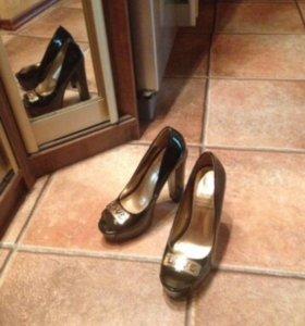 Туфли новые лаковые р.35-36