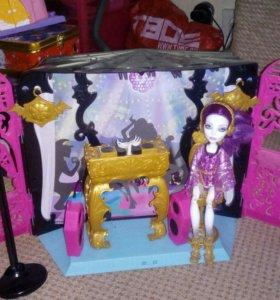 Домик Monster Hight с куклой + подставка
